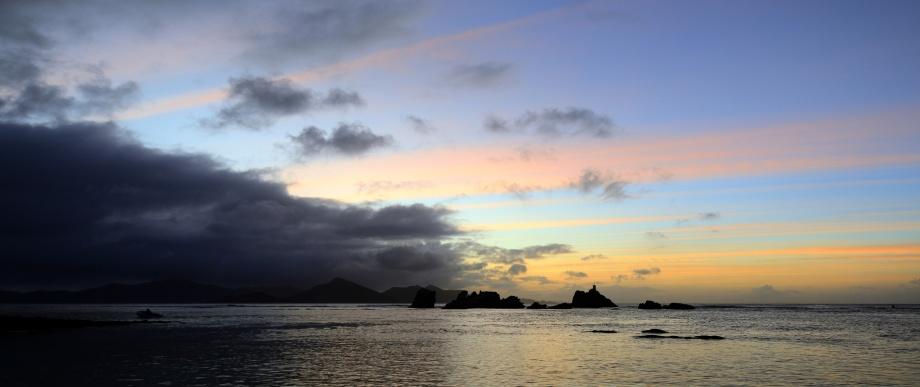 solnedgång vid hamnen, La Digue...
