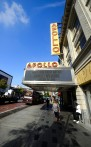 Carina hänger utanför Apollo Theatre...