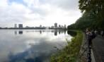 Carina blickar ut över Jacqueline Kennedy Onassis Reservoir...