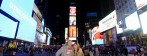 jag och min förtjusande fru framför Times Square...