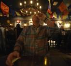 enligt tradition sköljer man ner maten på en mexikansk restaurang med tequila av bättre kvalite'...