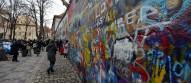 John Lennon väggen, men idag är det bara klotter av de fina målningarna...