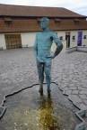 en pissande staty utanför Franz Kafka museet...