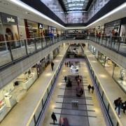 enormt stort köpcenter...