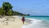 på dagarna går vi två kilometer på denna strand...