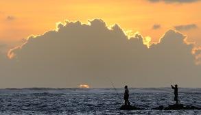 fiskare i soluppgång...