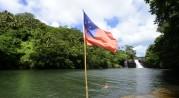 Carina bakom Samoa flaggan...