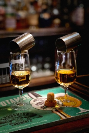 det är lätt att få dubbelseende på en whisky pub...