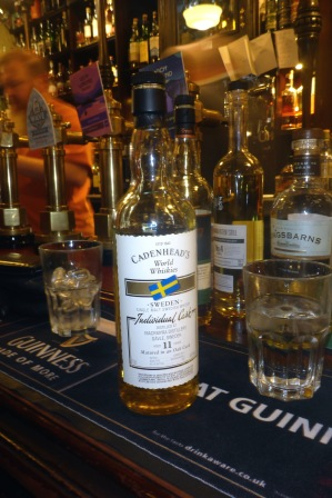 en katt bland hermelinerna, svensk whisky... !!!