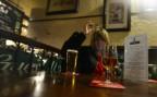 nosen sköljer ner med en Tennents öl...
