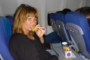 KLM bjuder på macka, kaffe och öl i.a.f...