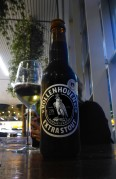 jag testar en mörk öl som smakade kolbit indränkt med kaffe i Amsterdam...
