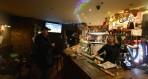 förmiddagen firades med de mindre bemedlade på MacKinnons pub...