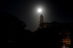 månsken över klocktornet...