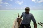 Kapten Hassan styr båten...