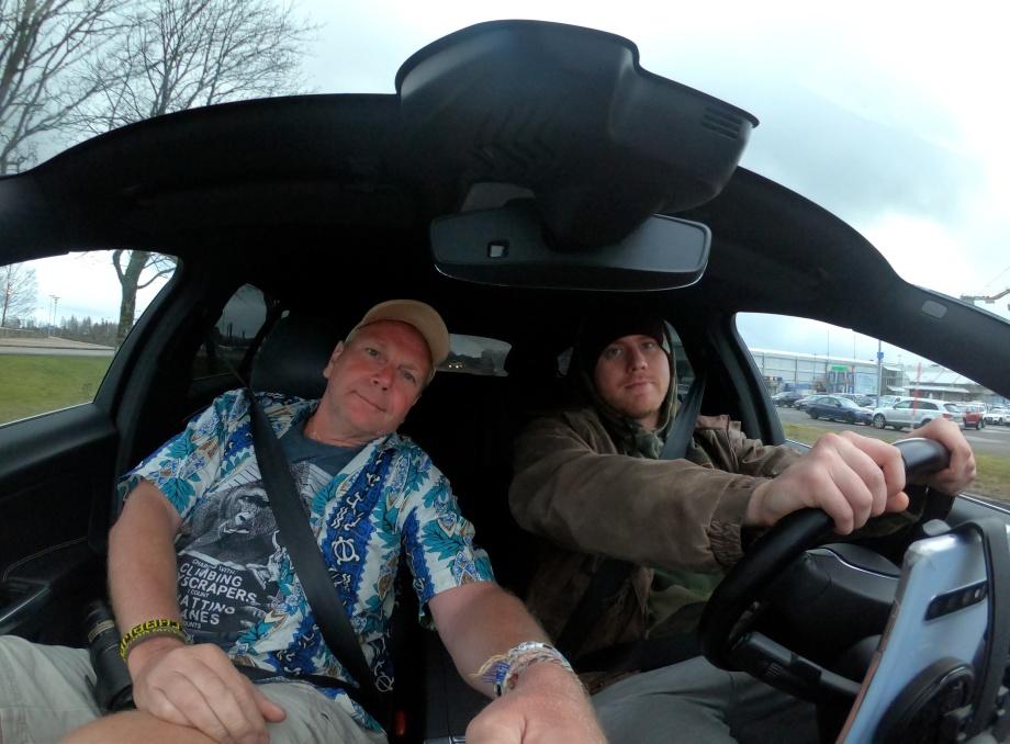 Richard hämtar som vanligt vid hemkomsten... skönt att åka Volvo igen...