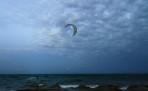 vindsurfing i dagens sista ljus, fräckt...