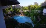 """våran """"lilla"""" pool igen...Carina och Sussane i solstolarna..."""
