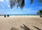 turisternas strand på dagen...