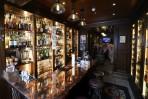 här köper och dricker män med hängslen sin whisky...