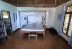 enkel säng, väldigt enkel...