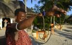 livsfarlig spindel enligt Massajen som visar sitt mod...