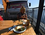 vi åt på kajen i Karlshamn...