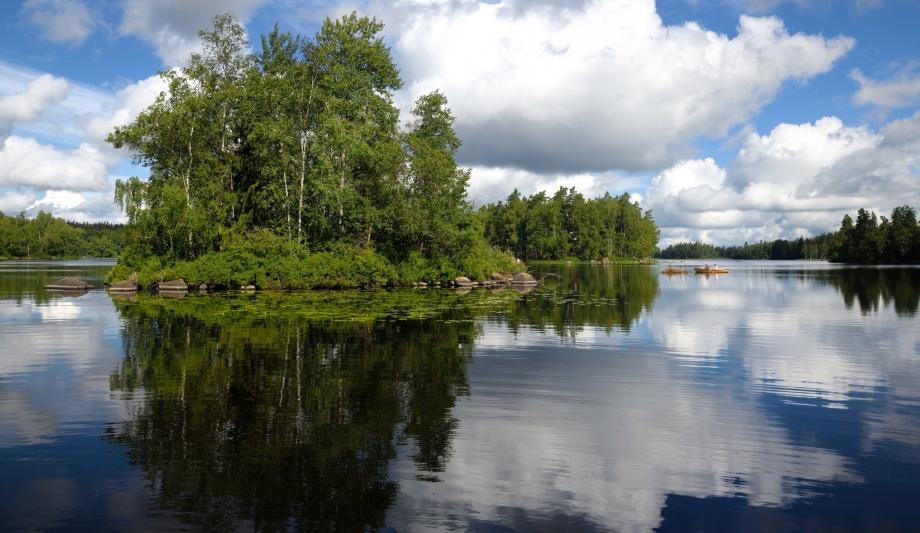 en vacker sjö på vägen bara...