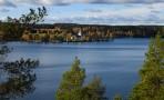 sjön Västra Silen med Vårviks kyrka i bakgrunden...