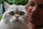 Eva-Lena myser med sin katt...