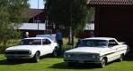 Chevrolete Camaro 1968 till vänster, Ford Galaxie 500 XL 1964 till höger