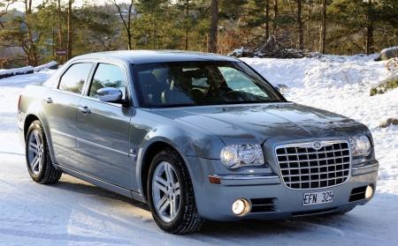 min f.d  Chrysler 300 Hemi 5,7 liters motor 340 HK  årsmodell 2007...