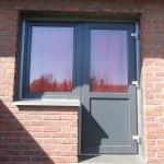 Dörr med fönstermöte