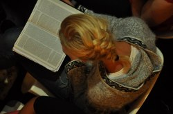 Guds ord är mina fötters lykta och ett ljus på min stig. Ps.119:105