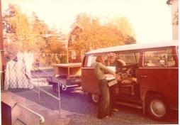 Flyttar till ny lokal 1975 (Gamla Sjökvist Skofabrik)