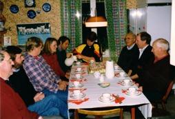 Personalfika. Längst till vänster: Rune Wandland, Ove Larsson, Leif Westby, Karin Damström, Christer Zander, Mikael Blomberg, Carl-Olov Gustafsson, Ulf Eriksson, Arne Larsson