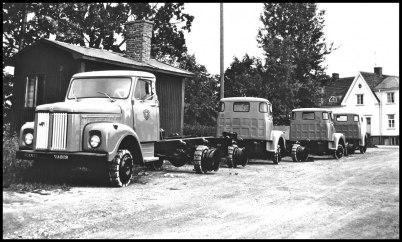 Nya Scania lastbilar har lastats av i Töcksfors, för vidare transport till Norge.