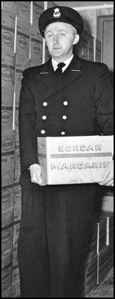 Högst 5 kilo margarin per familj fick man ta med över gränsen till Sverige. Hade man mer kunde tulltjänstemännen i Hån gripa in och beslagta varorna.