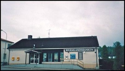 Wermlandsbanken i övre planet och Folktandvården i nedre planet ( nuvarande Bibliotekshuset ).