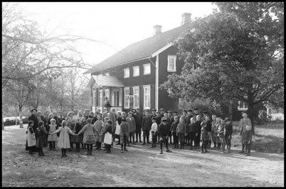 Töcksfors skola på 1920-talet - Foto : Gunnar Ödvall ( Årjängs kommuns bildbank ).