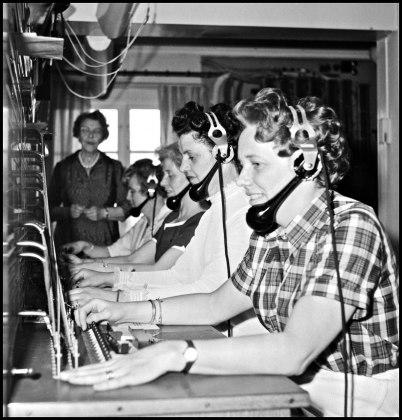 Töcksfors manuella telefonstation som fanns i en röd stuga vid nuvarande Torudsvägen.