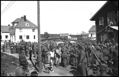 Töcksfors i början av 1940-talet, då samhället var belägrat av svenska militärer.