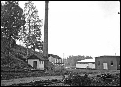 Industriskorstenen vid Töcksfors Bruk. Bilden togs strax innan skorstenen revs.