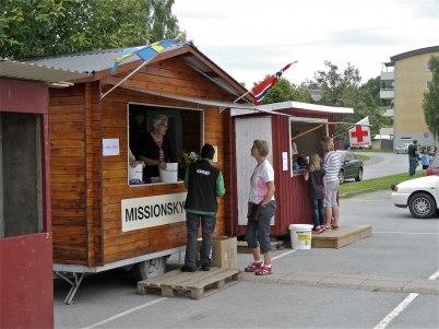 6 juli 2012 - Missionskyrkan och Röda Korset sålde lotter