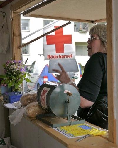 7 juli 2012 - Röda Korset sålde lotter