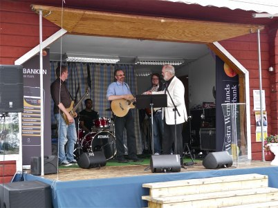 8 juli 2012 - Torgmöte, Roland Moberg och Danne med team