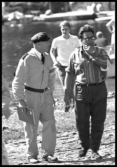 John Abelsson tillsammans med en besiktningsman.