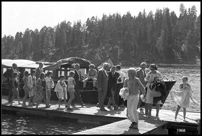 Rundtursbåten Nordmarken anländer till Sandviken.