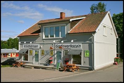 10 juni 2005 Mobergs bilverkstad har fått ett nytt liv.