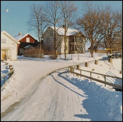 Gamla bron vid övre forsen och vägkorsningen där nuvarande Sveavägen och Bögatan möts.